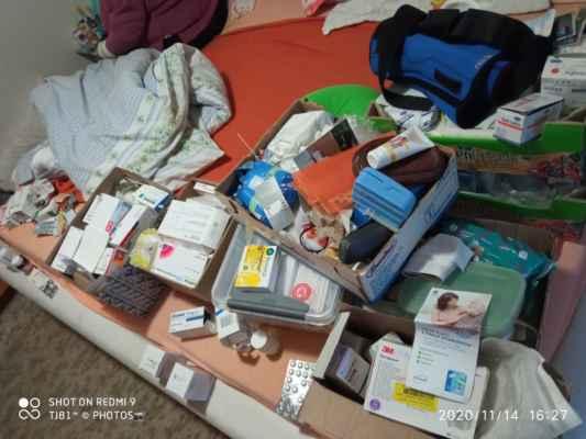2020 LasardoPictures - Jiřinka a její léky :-( .14.11.2020 v sobotu. »*« * Dne: 14.11.2020/v sobotu v Plzni. * Fotograf & All Rights Reserved Photo: LasardoPictureS/D'J.Tamáš|TJ81. * Fotoaparát: Xiaomi Redmi Note 9. »*« * JT81 R.I.P hudba -www.youtube.com/playlist?list=PLALJeiPjfjpZFiG27SmrhQfsdprHyB4D »*«  #LasardoPictureS #JiraPaskova #hodneleku #tj81fotograf #Nanávštěvě #Pašková #leky »*« Sdíleno na mých datech od Vodafonu dne 14.11.2020/S27