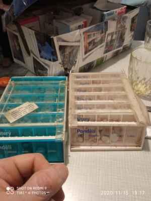 2020 LasardoPictures TJ81 - Jiřinky né léky,a krabička co jsem jí udělal dne:15.11.2020 v Plzni.TJ81. »*« * Dne: 15.11.2020/v neděli v Plzni,Staniční. * Fotograf & All Rights Reserved Photo: LasardoPictureS/D'J.Tamáš|TJ81 * Fotoaparát: Xiaomi Redmi Note 9 »*« * JT81 R.I.P hudba -www.youtube.com/playlist?list=PLALJeiPjfjpZFiG27SmrhQfsdprHyB4D »*«  #LasardoPictureS #tj81fotograf #Pašková #RukavSádře #JiraPaskova #Vdolky #pečení #léky #krabička #tříděníléků  »*« Sdíleno na mých datech od Vodafonu dne 15.11.2020/S27