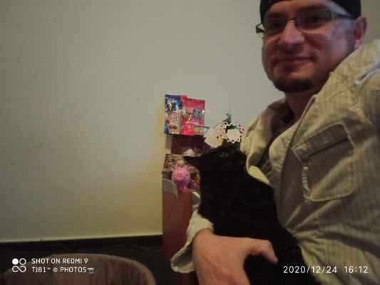 LasardoPictures selfie 2020 - Pandi a Dodi na Vánoce r.2020/Plzeň/S27 Před nikým se neponižuj a nad nikoho se nepovyšuj. »*« * Dne: 24.12.2020/v S27 v Plzni/ve čtvrtek. * Fotoaparát: Xiaomi Redmi Note 9 * Fotograf & All Rights Reserved Photo: LasardoPictureS/D'J.Tamáš|TJ81 »*« * JT81 R.I.P hudba -www.youtube.com/playlist?list=PLALJeiPjfjpZFiG27SmrhQfsdprHyB4D »*«  #LasardoPictureS #Tj81fotograf #dodi2020 #C145 #cat #pandi2020 #pandy2020 #č124 #Panduška #karacsony #karacsonyfa #cica #Pandi #vianoce #vánoce #TamášJozef #Fa #TJ81selfickova #TJ81selfie #Panduška #P »*«  WiFi|Dne: 24.12.2020|od Jiřinky.P,v Plzni/S4. Jako text + Úprava psaní na mých datech od Vodafonu/S27/24.12.2020.