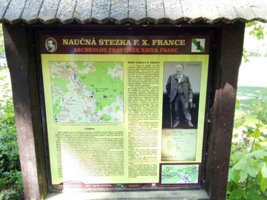 F. X.  Franc se narodil 3.12.1838 v Hostivici u Prahy. V pěti letech osiřel a byl vychován u příbuzných. Do 12 let, kdy školní vzdělání dokončil, navštěvoval jen českou vesnickou školu. Pak se učil zahradníkem. V roce 1856 byl pomocníkem v botanické zahradě v Praze-Smíchově. Poté pracoval jako zahradník na několika zámcích v Čechách a ve Vídni. V roce 1871 byl přijat hrabětem Arnoštem Karlem z Valdštejna, jako umělecký zahradník na zámek Kozel. V této době vypracoval plány na přeměnu zahrady a zámeckého parku. Nechal zde zasadit na 6000 stromů, vytvořil vodní kaskády a ve sklenících pěstoval cizokrajné rostliny. Vedle toho se zabýval včelařstvím, působil jako hudebník (hrál na mnoho nástrojů). Byl také zdatný kreslíř, řezbář, zeměměřič a fotograf.