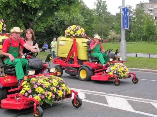 Havířov v květech je kulturní akce určená k oslavě léta a květin pořádána v letním období ve městě Havířov. Hlavní složkou akce je průvod alegorických vozů s květinovou výzdobou, přehlídka mažoretek, pochodové hudby, tanečních souborů, různých kulturních, sportovních skupin a historických automobilů. Po celý den se na území města pořádají různé květinové výstavy, soutěže a kulturní akce.