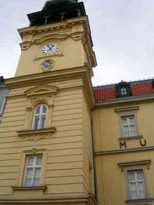 Ostravské muzeum (stará moravsko-ostravská radnice). Ve věži muzea je instalována zvonkohra.