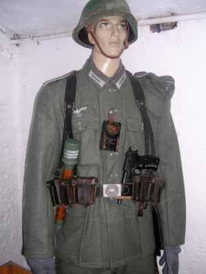 Hitler kaput, hände hoch, nicht schießen, schneller-schneller, los-los... To jsou německá slovíčka z válečných filmů, které si pamatuju z dětství. Když jsme jako kluci běhali kolem baráku a stříleli po sobě z dětských pistolek, tak se mi tahle slůvka hodila, ale když jsem v pubertě poprvé Německo navštívil, tak jsem byl volajaký zmetěný :-)
