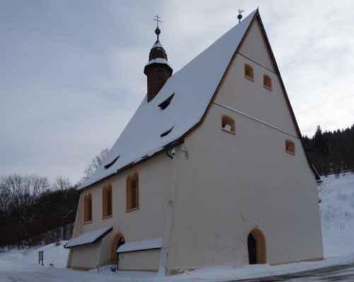 kostel Všech svatých je patrně nejstarší dochovaná stavební památka města s unikátní celohrázděnou konstrukcí. Ta si zachovala původní vzhled. Stavba započala v roce 1516. V půdních prostorách se dochoval originální celodřevěný krov a zvon z dílny jáchymovského zvonaře Hanse Wildta z roku 1520 (dnes nejstarší movitá památka města).