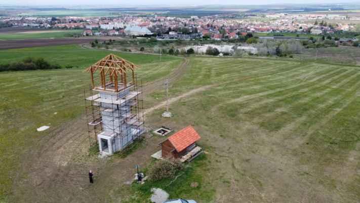 Ján Bolebruch 30.apríl 2021 - Pohľad na ostrý vrch s dvojkrížom a už aj rozhľadne z dronu a je tu 13 fotografii.