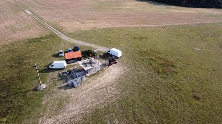 Obe Gbely 24.september - Ostrý vrch, na rozhľadni sa pracuje a foto poskytol na FB pravdepodobne Ján Bolebruch.