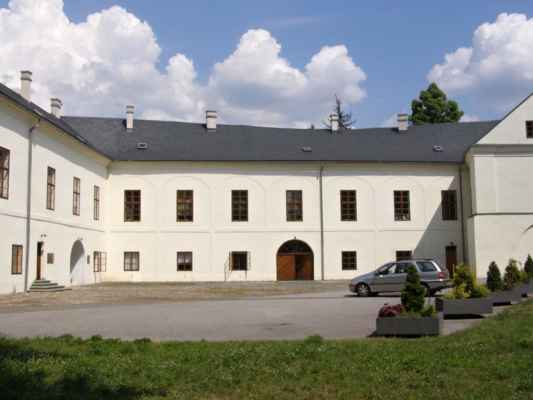 Hlučín - zámek a muzeum - nádvoří