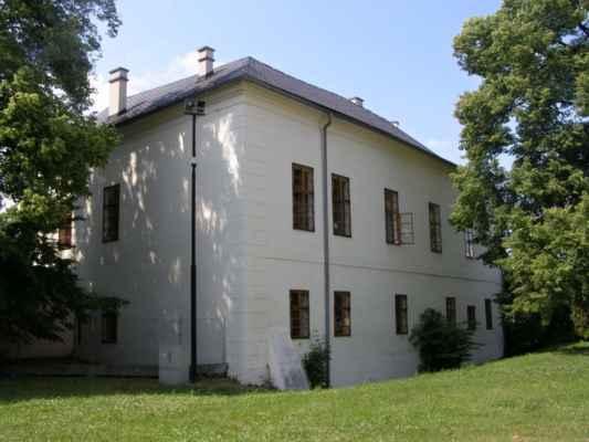 Hlučín - zámek a muzeum - zadní pohled na budovu