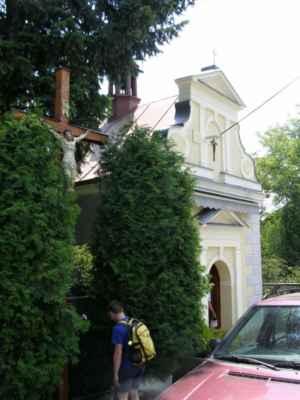 02 - Bobrovníky u Hlučína - kaple sv. Prokopa 04 - kaple a kříž s Kristem