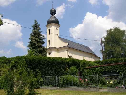 07 - Hlučín - kostel sv. Markéty 01 - pohled z parkoviště