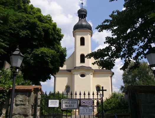 07 - Hlučín - kostel sv. Markéty 03 - pohled od brány