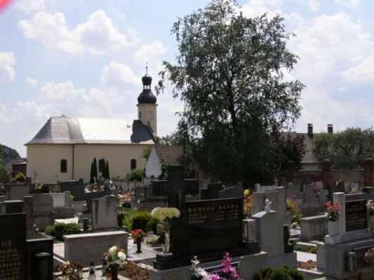 07 - Hlučín - kostel sv. Markéty 08 - kostel a hřbitov