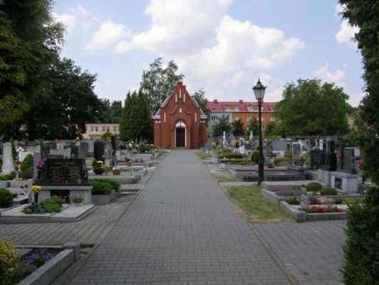 07 - Hlučín - kostel sv. Markéty 13 - novogotická márnice na hřbitově u kostela