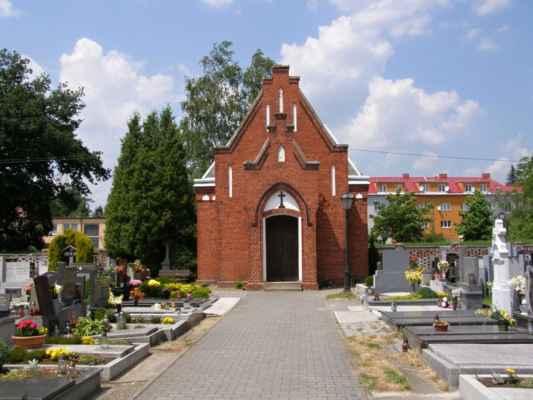 07 - Hlučín - kostel sv. Markéty 14 - novogotická márnice na hřbitově u kostela
