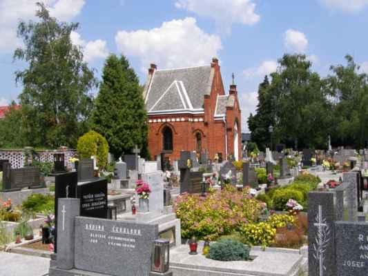 07 - Hlučín - kostel sv. Markéty 15 - novogotická márnice na hřbitově u kostela