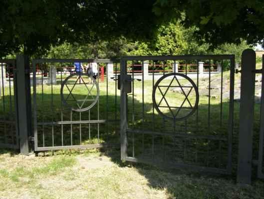 08 - Hlučín - bývalý židovský hřbitov 01 - brána
