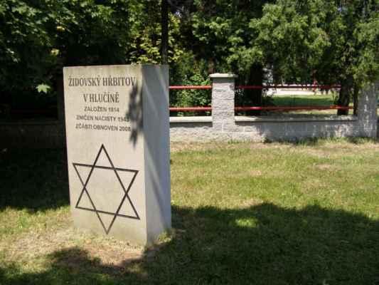 08 - Hlučín - bývalý židovský hřbitov 02 - pamětní kámen