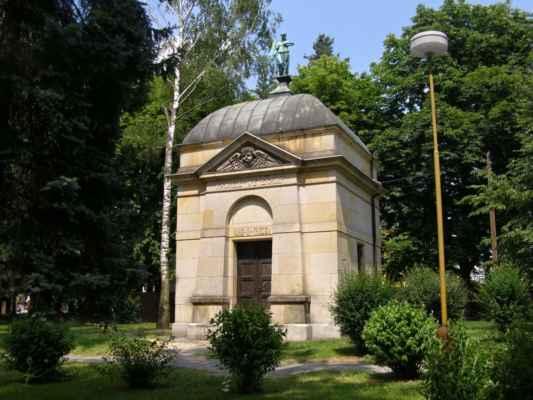 09 - Hlučín - Evangelický kostel 09 - hrobka rodiny Wetekampovy u kostela