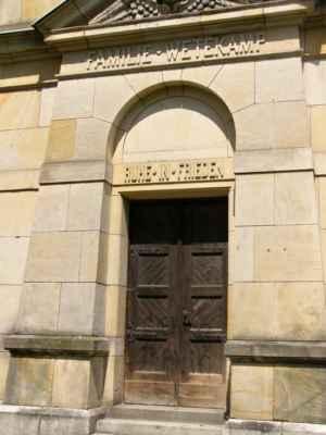 09 - Hlučín - Evangelický kostel 11 - hrobka rodiny Wetekampovy u kostela