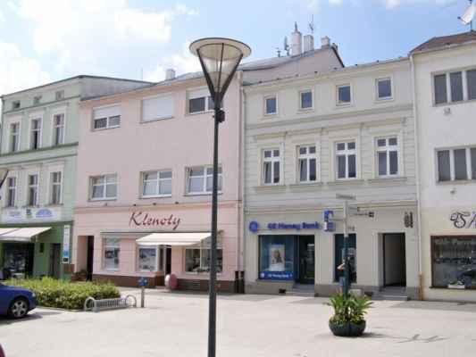 10 - Hlučín - Mírové náměstí 03 - domy na náměstí