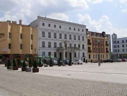 10 - Hlučín - Mírové náměstí 06 - radnice a sousední domy