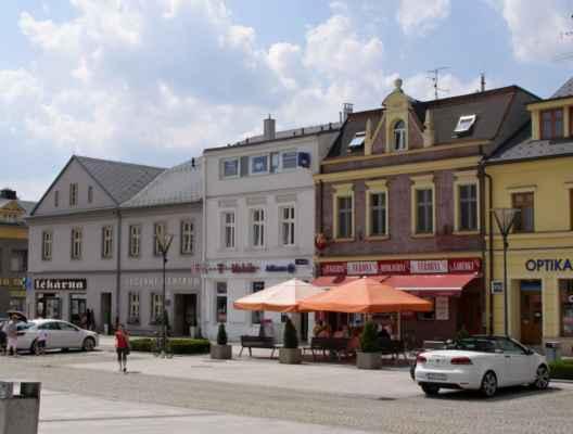 10 - Hlučín - Mírové náměstí 07 - domy na náměstí