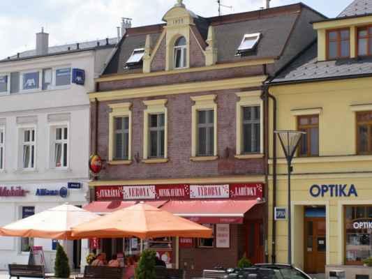 10 - Hlučín - Mírové náměstí 08 - dům z režných cihel z roku 1899