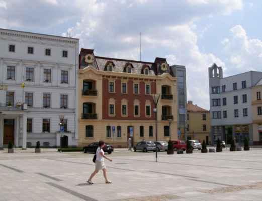 10 - Hlučín - Mírové náměstí 11 - radnice a sousední dům