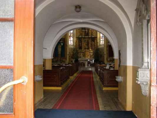 11 - Hlučín - kostel sv. Jana Křtitele 03 - vstup do kostela