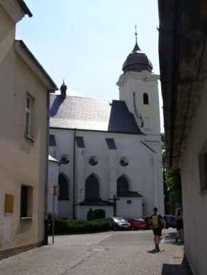 11 - Hlučín - kostel sv. Jana Křtitele 06 - pohled z Mírového náměstí