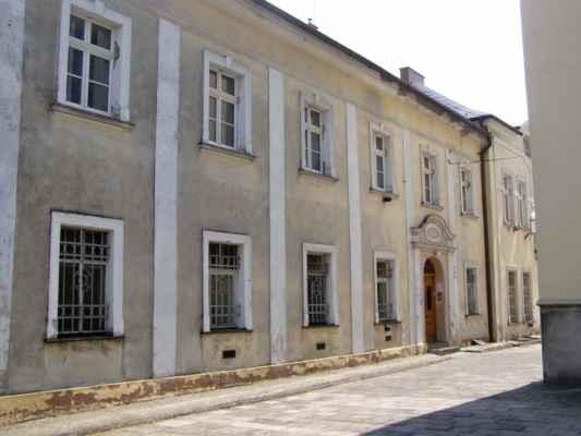 11 - Hlučín - kostel sv. Jana Křtitele 07 - fara u kostela