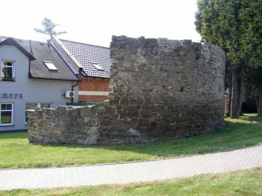 13 - Hlučín - hradby 01 - hradby v ulici na Valech