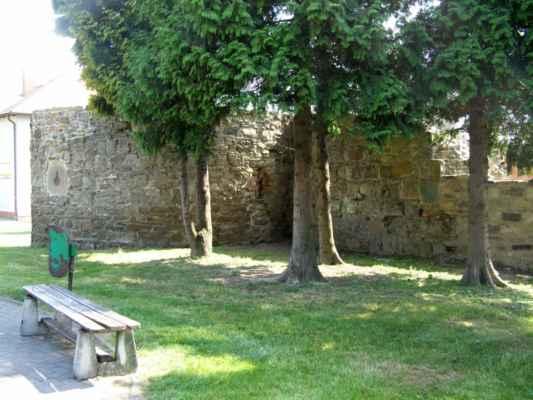 13 - Hlučín - hradby 03 - bašta a zeď v ulici Na valech