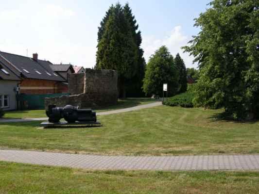 13 - Hlučín - hradby 06 - hradby v ulici na Valech