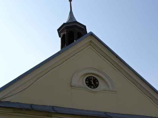 20 - Děhylov - Kaple Navštívení Panny Marie 02 - hodiny a věžička