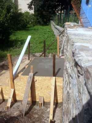 24.07.2020 - Zabetonované schodiště z kostelní do farské zahrady.