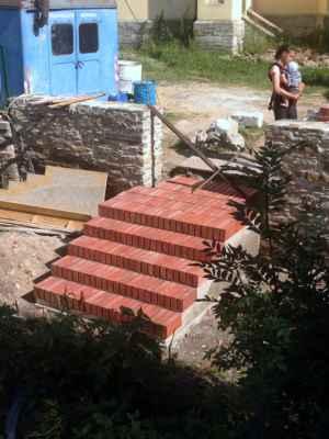 27.07.2020 - Schody spojující farskou a kostelní zahradu.