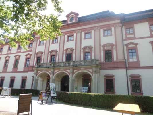 Lovecký zámek Ohrada je barokní zámek v němž sídlí Muzeum lesnictví, myslivosti a rybářství, jedno z nejstarších českých muzeí. Expozice v Národním zemědělském muzeu na zámku Ohrada představuje expozice z oblasti lesnictví, myslivosti, rybářství, pěstování lesních porostů, těžby a dopravy dřeva.