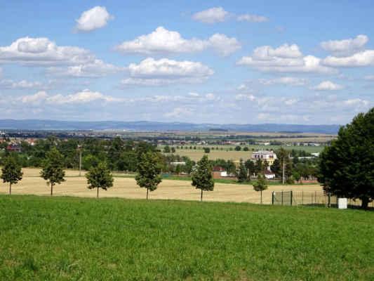 pohledy z kopce na mlýn