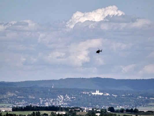 vrtulník letí do FN v Olomouci