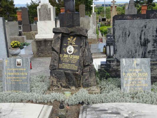 hroby farářů