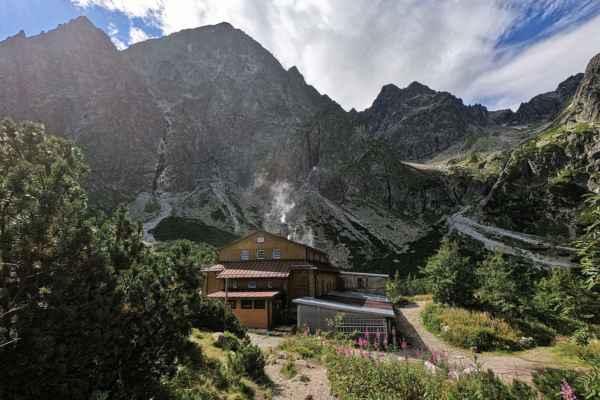 Z vrcholu Malého Kežmarského štítu (2514 m) spadá mohutná 900 m vysoká stěna, která je nejvyšší ve Vysokých Tatrách. - DCIM\100GOPRO\GOPR6815.JPG