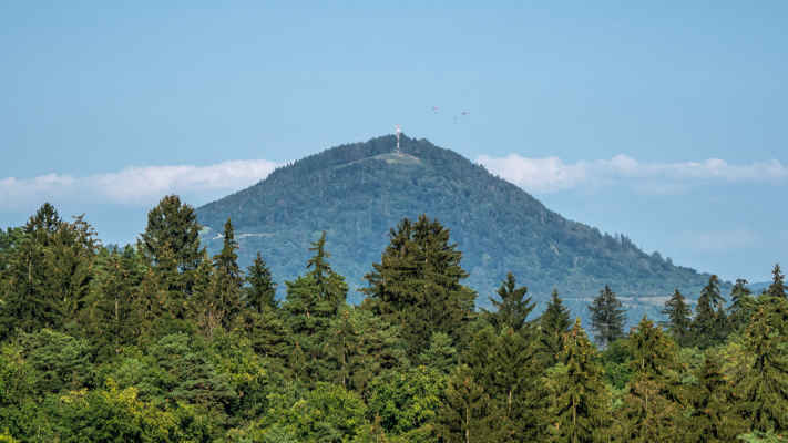 Straník (769 m n. m.) - Kysucká vrchovina aj s paraglajdistami