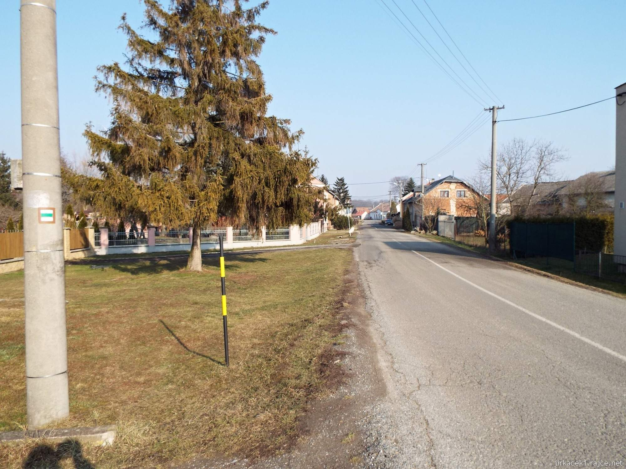 Lhota nad Moravou - zelená značka vedoucí obcí