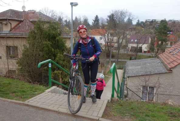 Schodišťová vložka cestou z Houslí. Nejrychlejší způsob jak se dostat na kopec :o)))